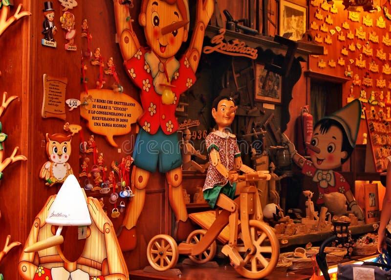 有Pinokio情感游览的意大利商店 免版税图库摄影