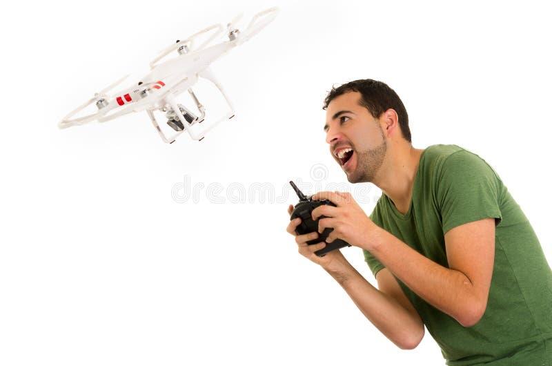 有quadcopter寄生虫的年轻人 免版税库存照片