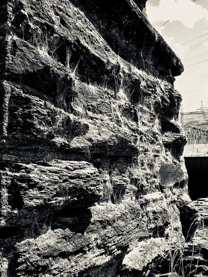 有Spiderwebs的老石墙在罗克斯伯格水坝附近 免版税库存照片