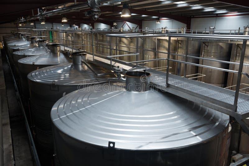有stell桶的当代酿酒厂 库存图片