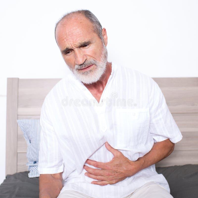 有stomachache的前辈 免版税库存照片