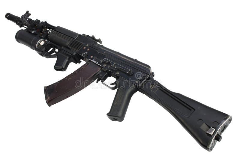 有underbarrel枪榴弹发射器的现代卡拉什尼科夫AK 74M攻击步枪 库存图片