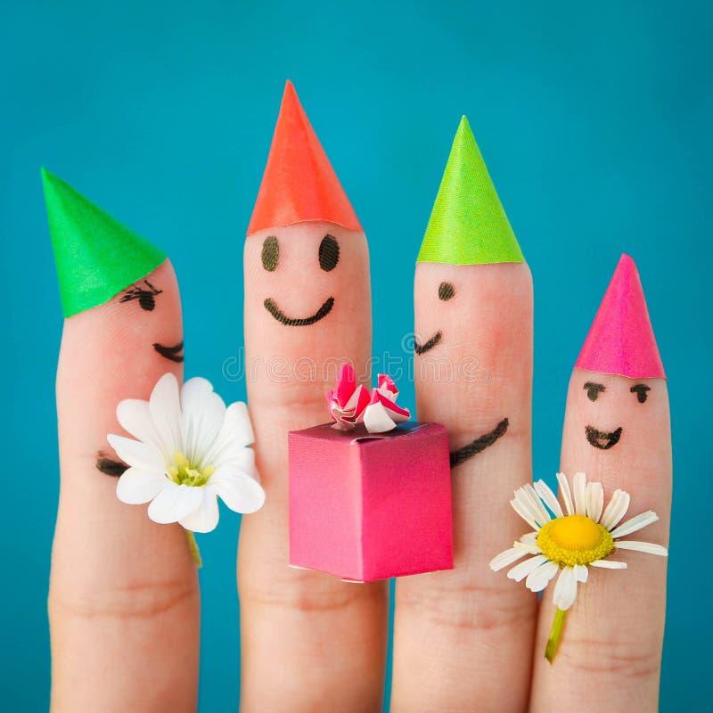 朋友手指艺术  小组生日聚会的孩子 免版税图库摄影