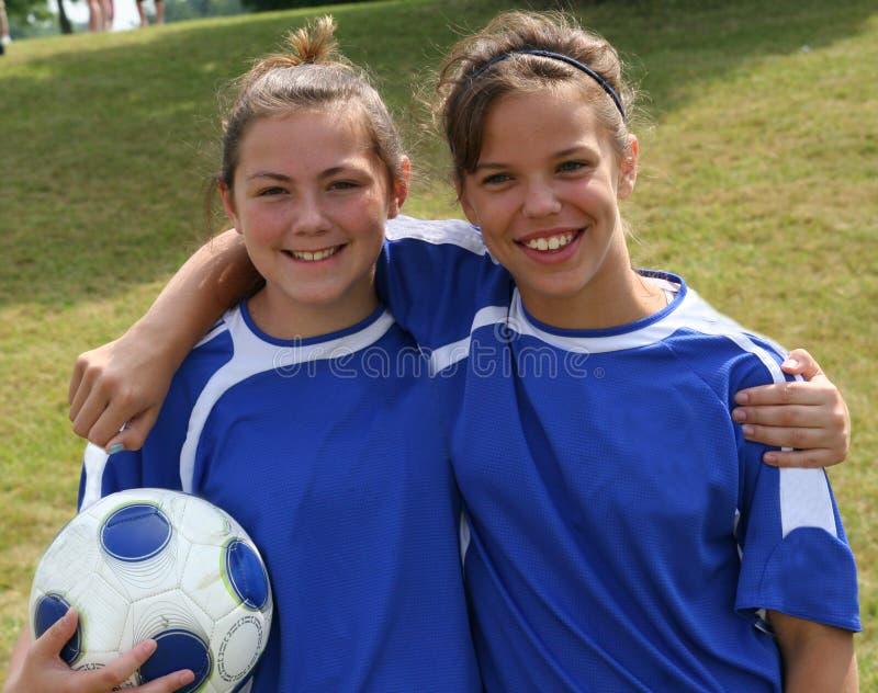 朋友球员足球青少年的青年时期 免版税库存图片