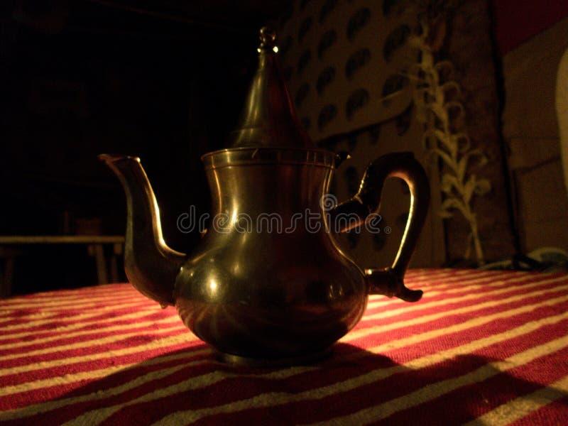 服务典型的摩洛哥茶 免版税图库摄影