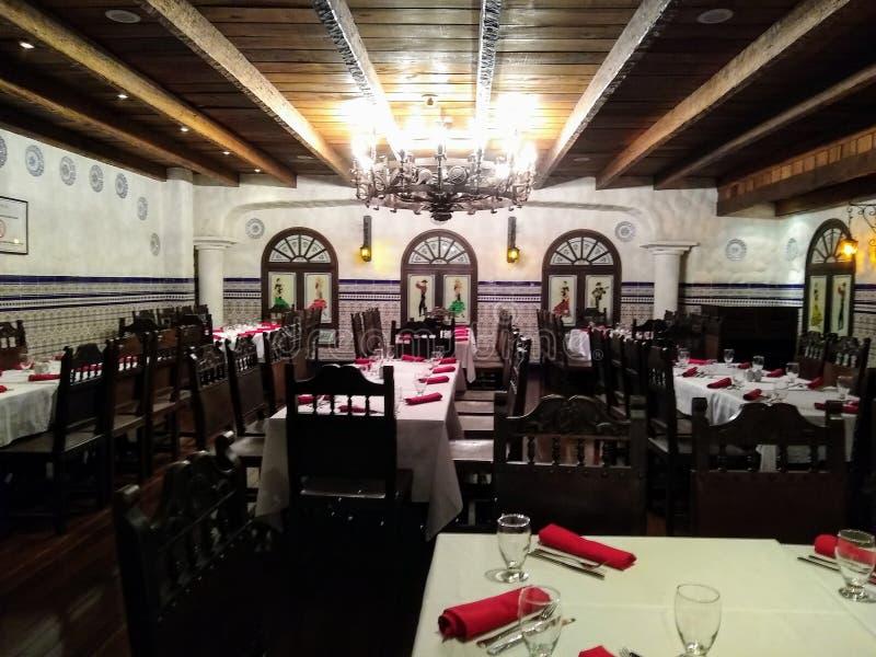 服务准备好顾客在餐馆 图库摄影