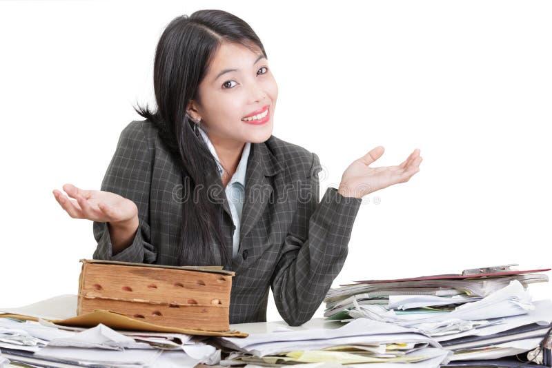 服务台杂乱办公室傻的工作者 库存照片