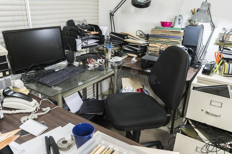 服务台杂乱办公室 免版税图库摄影