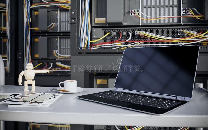 服务器和硬件室有笔记本和咖啡杯计算机科技特写镜头照片的 免版税图库摄影