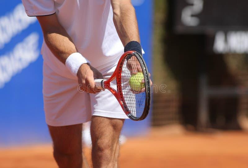 服务网球 免版税图库摄影
