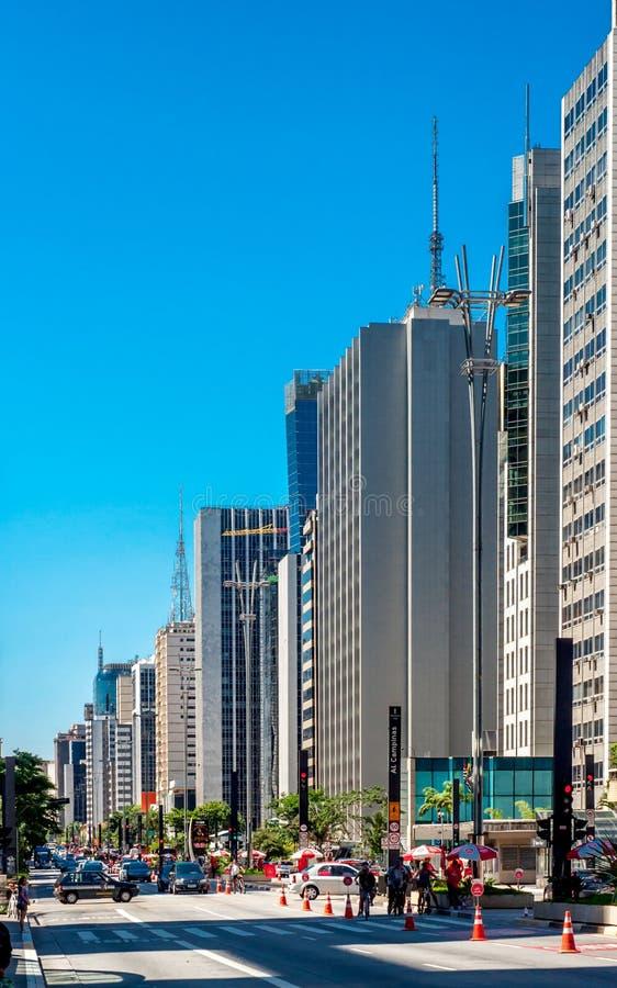 晴朗城市的日 图库摄影
