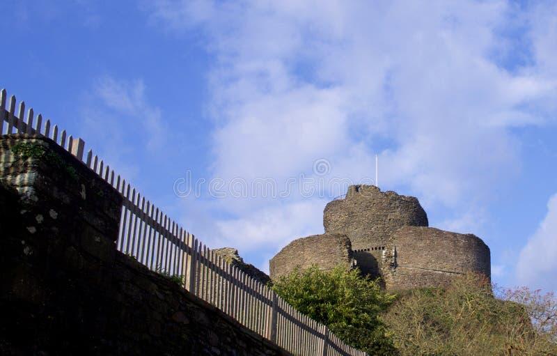 朗塞斯顿城堡康沃尔郡看法,在一个明亮的宽敞的冬日在1月 免版税库存照片