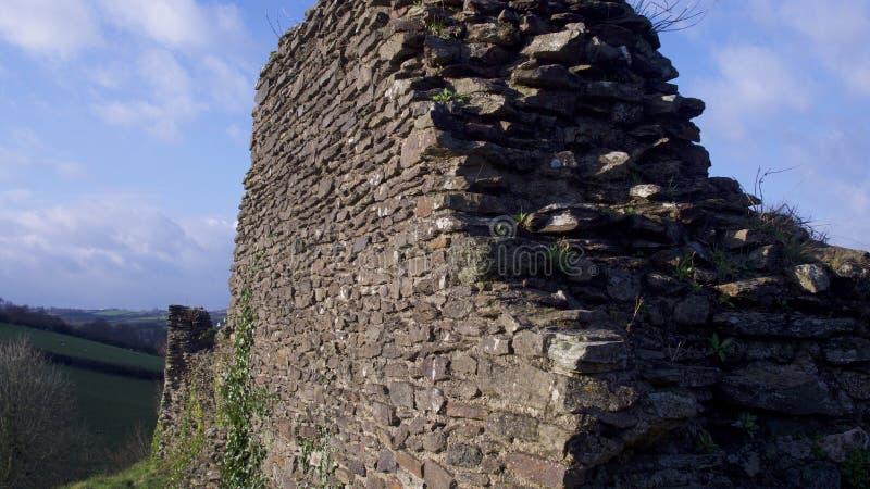 朗塞斯顿城堡康沃尔郡看法,在一个明亮的宽敞的冬日在1月 免版税图库摄影