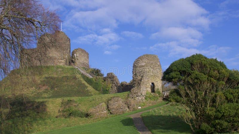 朗塞斯顿城堡康沃尔郡看法,在一个明亮的宽敞的冬日在1月 库存图片