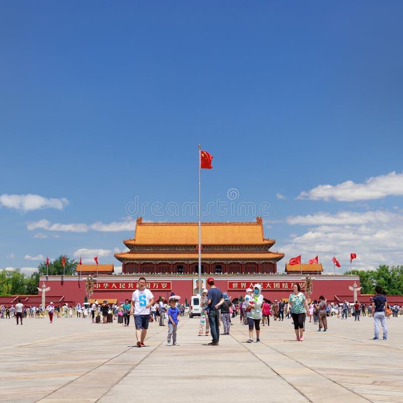 晴朗的天安门广场的访客,北京,中国 免版税库存图片