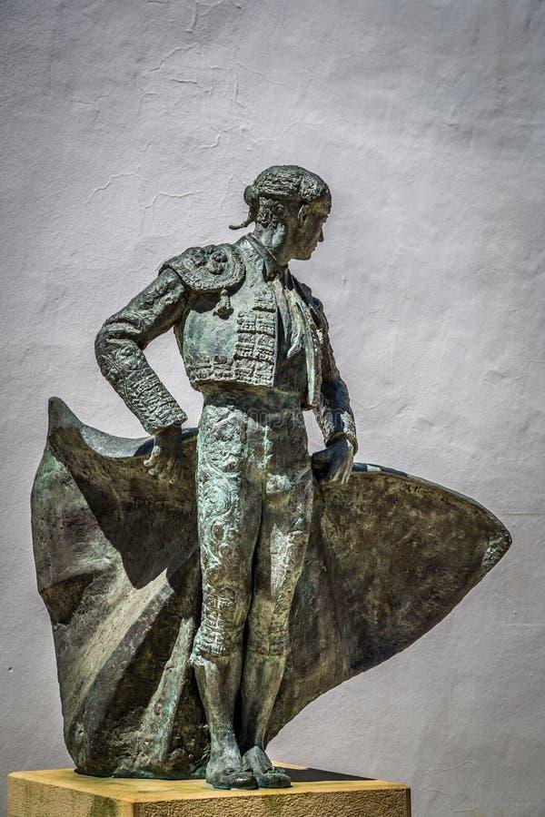 朗达, ANDALUCIA/SPAIN - 5月3日:卡耶塔诺奥多涅斯雕象  图库摄影