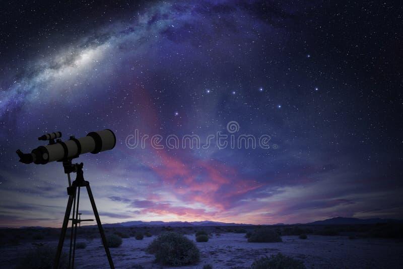 望远镜在沙漠 免版税库存照片