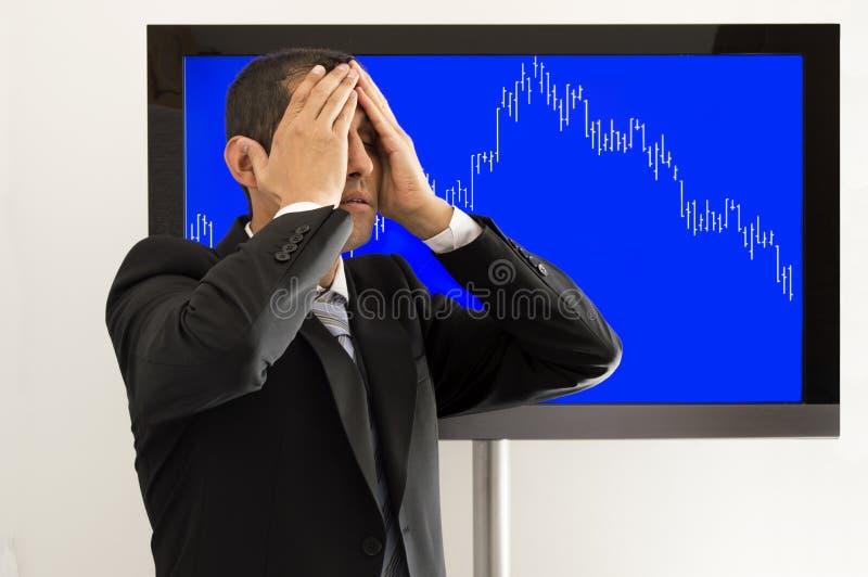 绝望经济学家用在头的手 库存照片