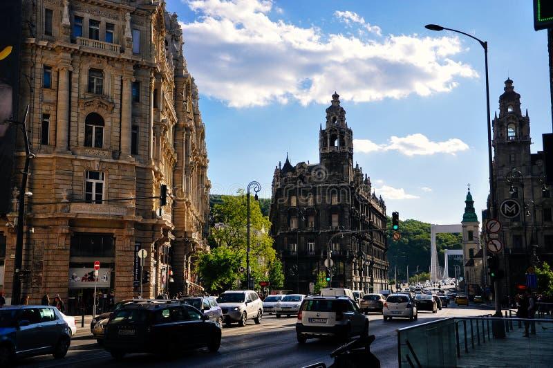 朝向往Elisabeth桥梁在布达佩斯,匈牙利 库存图片