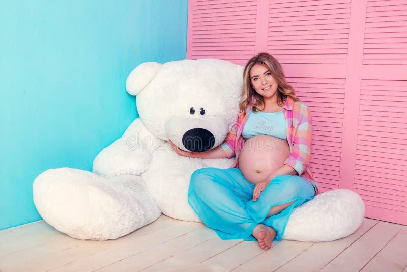 期待婴孩的妇女 库存照片