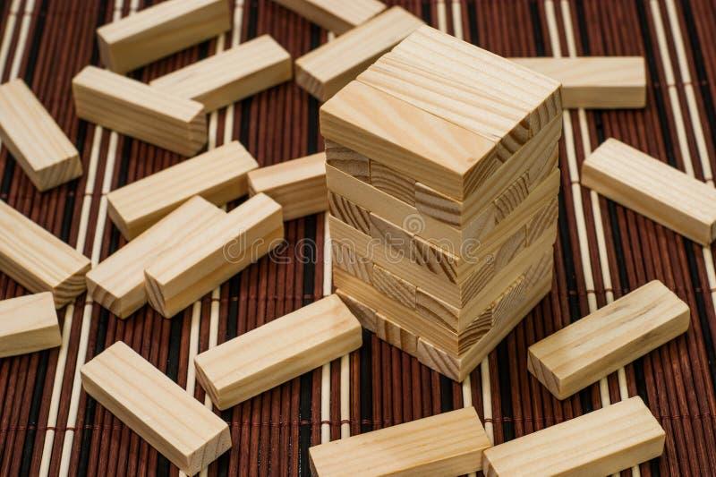 木传开的块塔和块  库存图片