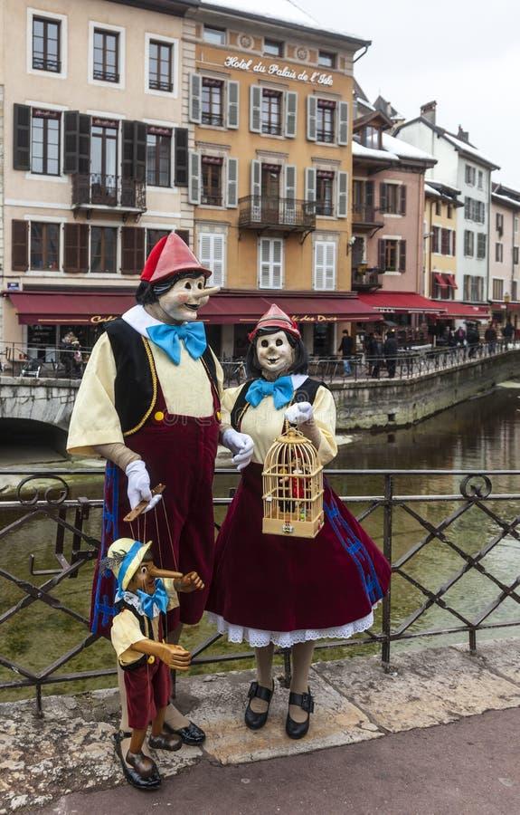 木偶奇遇记假装了夫妇-阿讷西威尼斯式狂欢节2013年 免版税库存照片