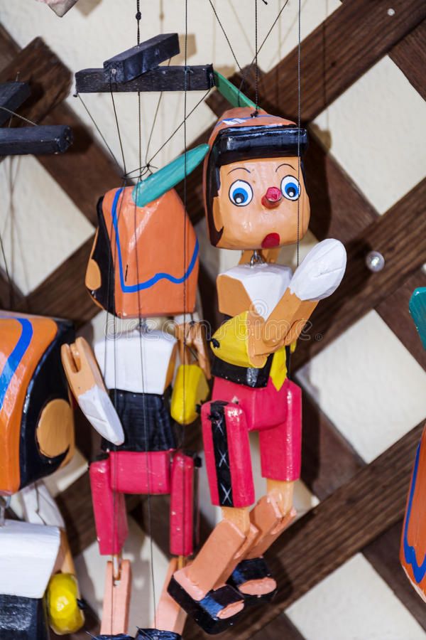 木偶奇遇记图的被绘的木牵线木偶玩偶  库存图片