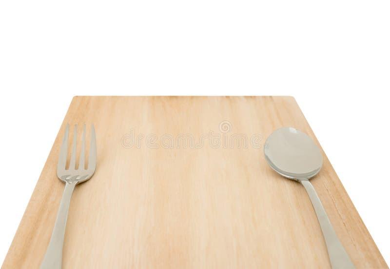 木切板和套叉子和匙子有裁减路线的 免版税库存图片