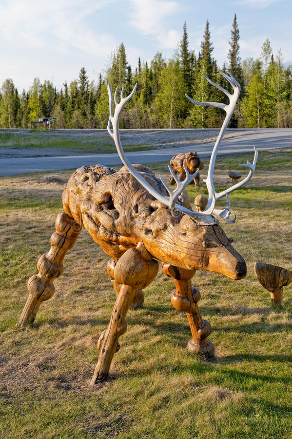 木北美驯鹿的雕塑 免版税库存照片