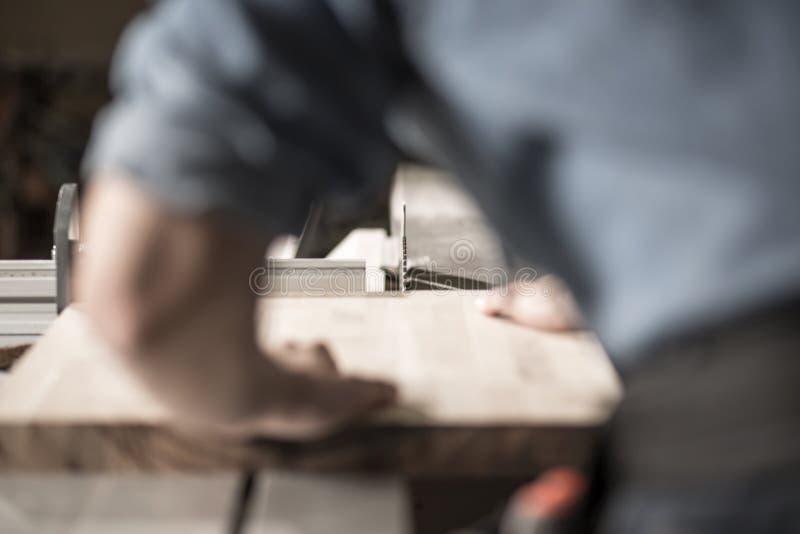 木匠与木头一起使用 库存图片
