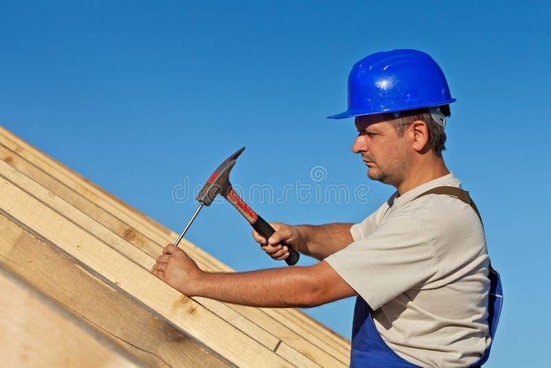 木匠屋顶工作 库存图片