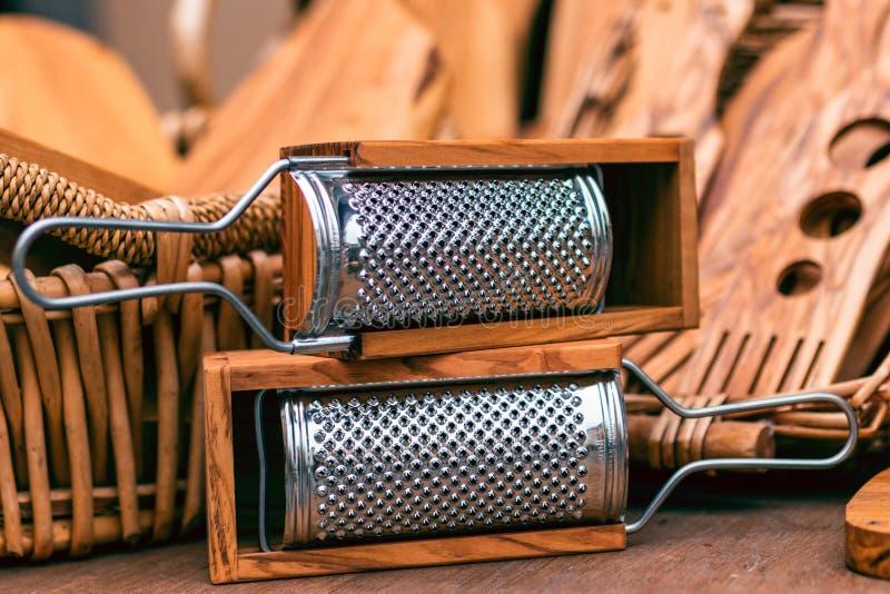 木厨房器物 木磨丝器和其他木工具fo 免版税库存照片