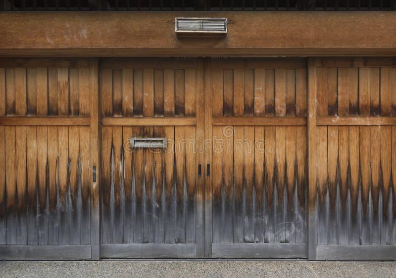 木古色古香的门 免版税图库摄影
