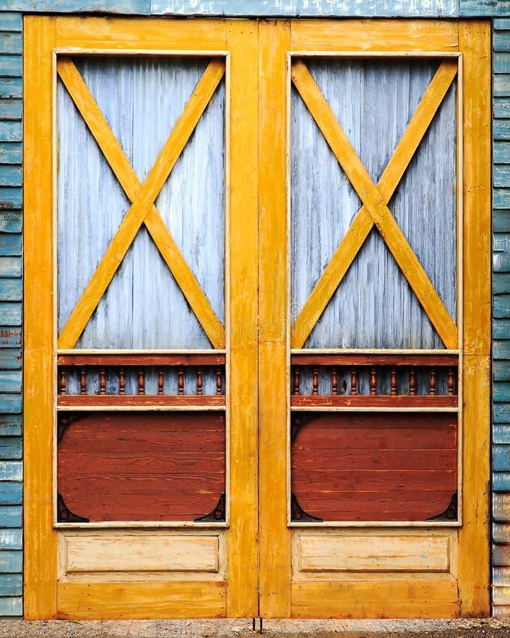 Download 木古色古香的门 库存照片. 图片 包括有 开放, 土气, 城市, 晒裂, 镇痛药, 农场, 中世纪, 背包 - 62531062