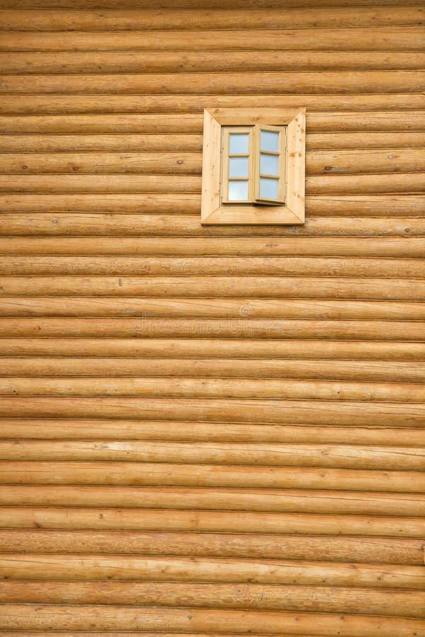 木墙壁的视窗 库存照片