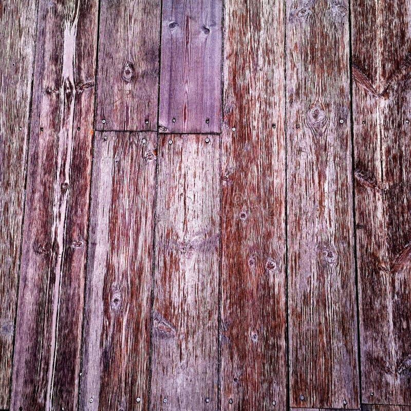 木墙的紫红色结构 免版税库存图片