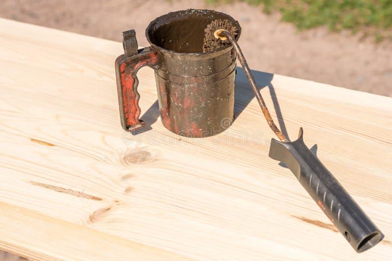木头保存与木防腐剂 免版税库存照片