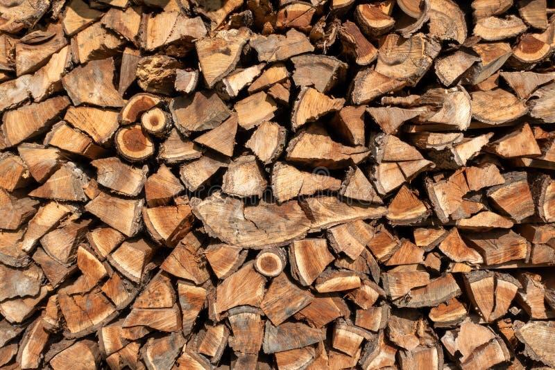 木头柴堆从果树的 库存照片