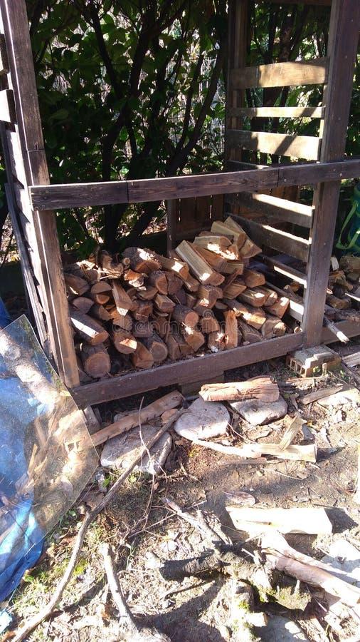 木头流洒了半满日志 免版税库存照片