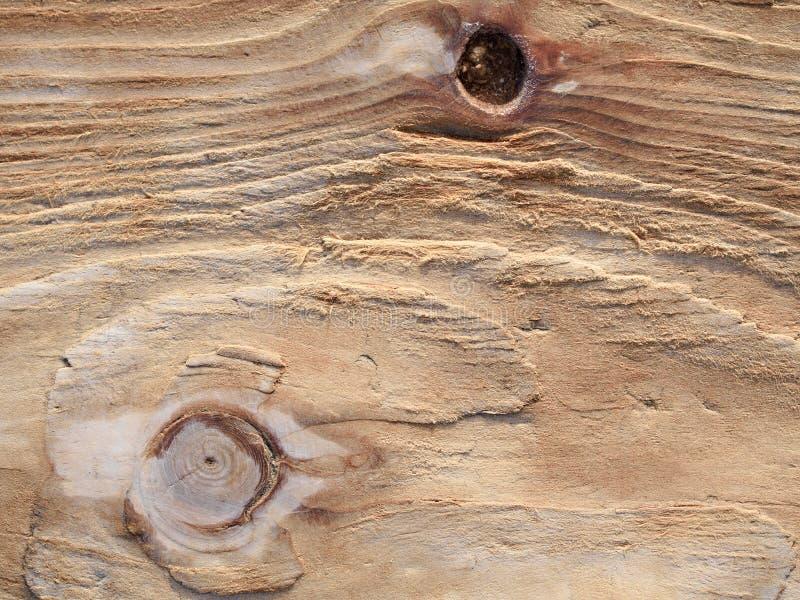 木委员会表面由海水背景,纹理风化了, 免版税库存图片