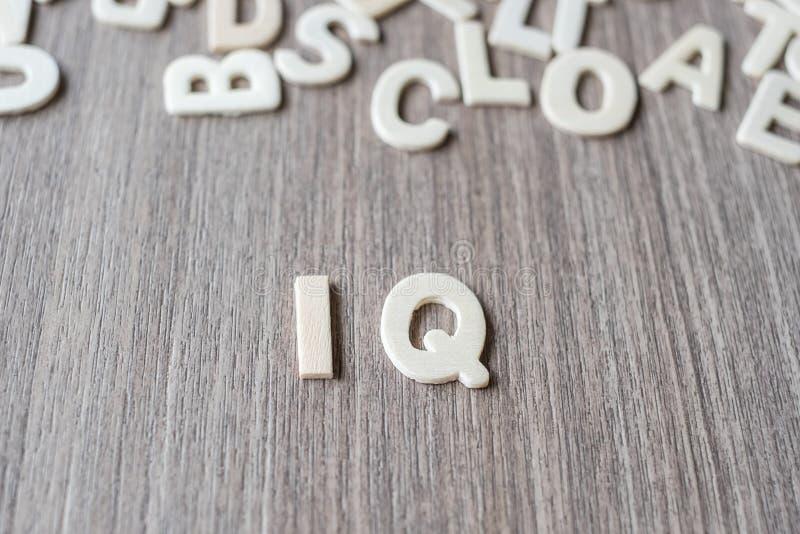 木字母表信件的智商词 事务和想法 库存图片