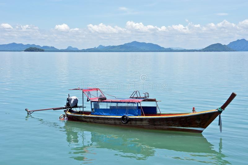 木小船的捕鱼 免版税库存图片