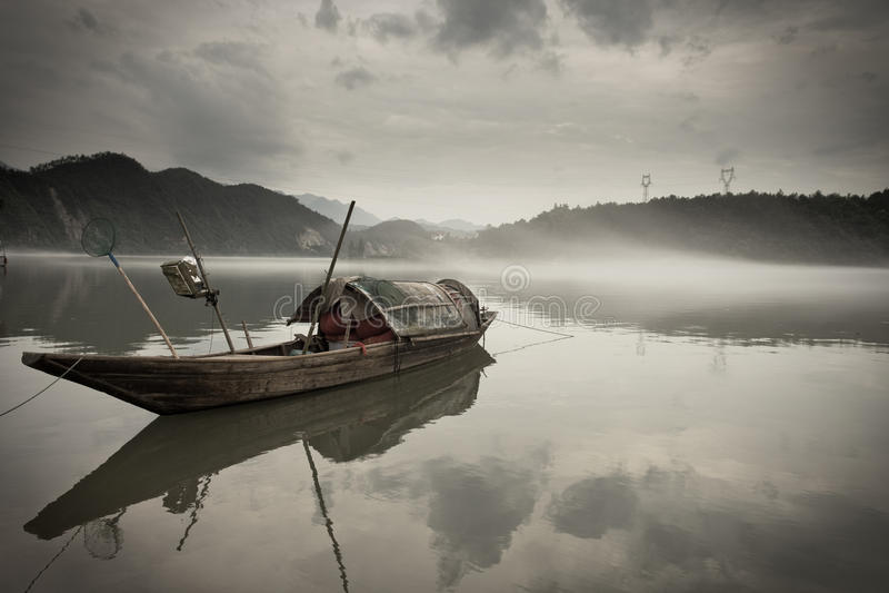 木小船的河 免版税库存照片