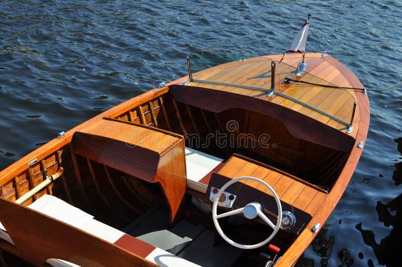 木小船的葡萄酒 免版税库存图片