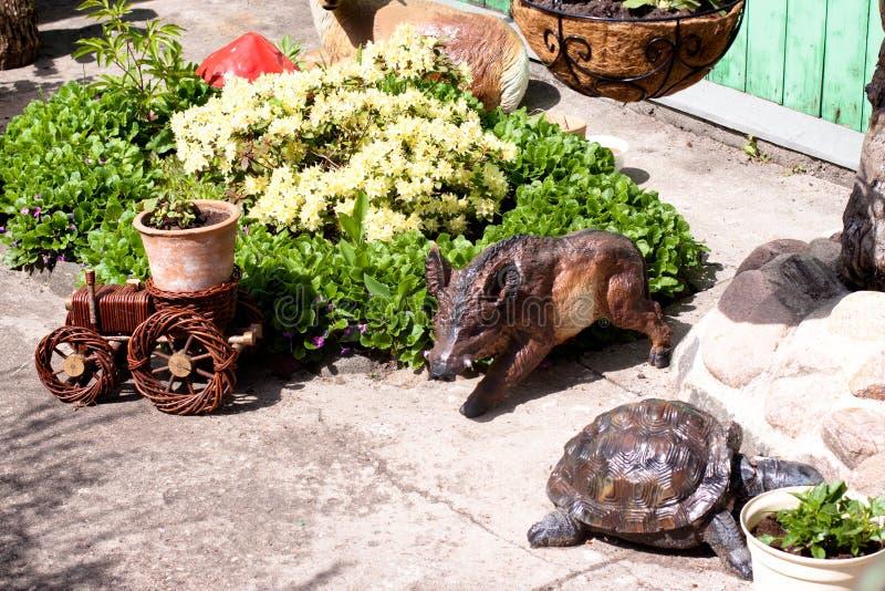 木小雕象以动物的形式 免版税库存图片