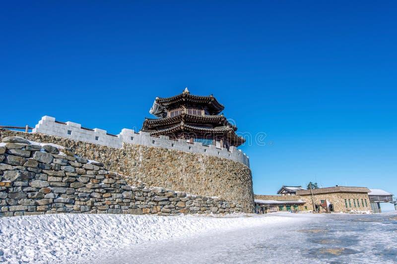 木房子在冬天, Deogyusan山韩国 图库摄影