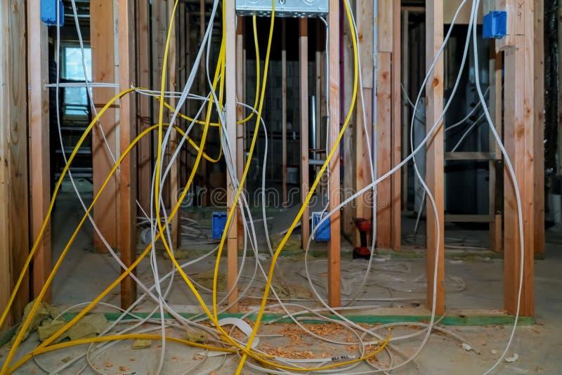 木房子的新的电设施 免版税库存照片