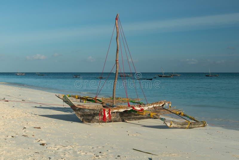 木手工制造小船在桑给巴尔 库存图片