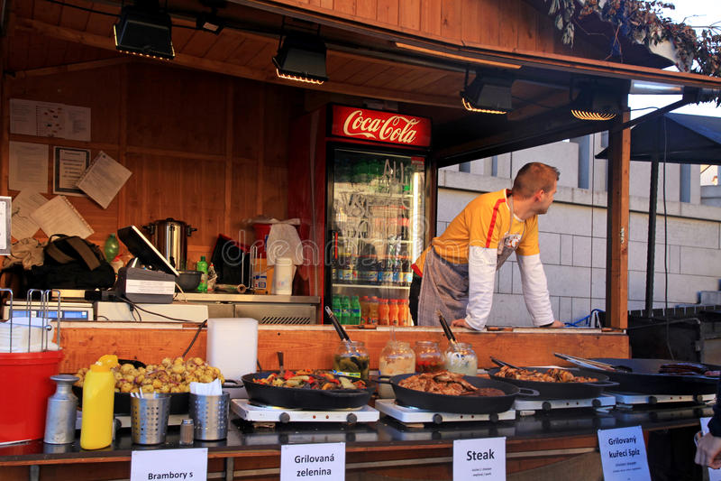 木摊位用传统街道食物,布拉格 库存图片