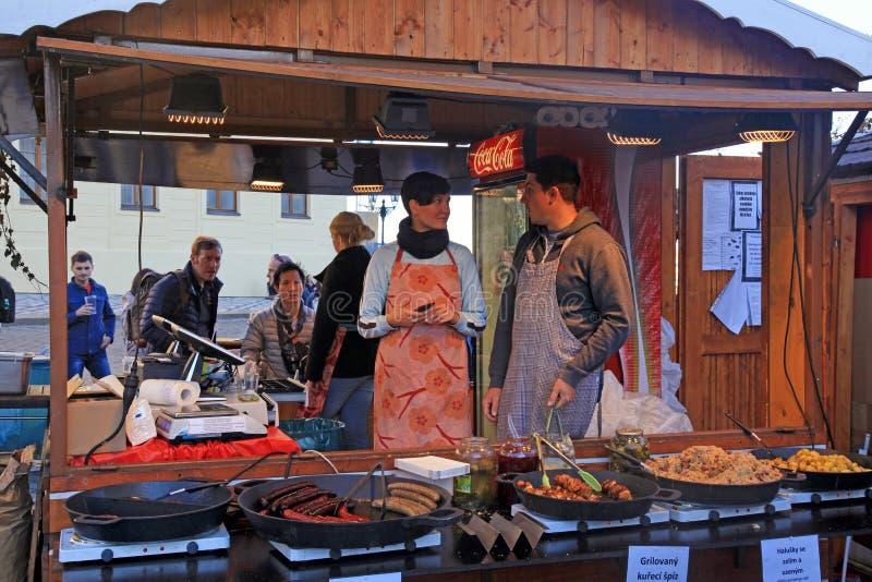 木摊位用传统街道食物,布拉格 库存照片